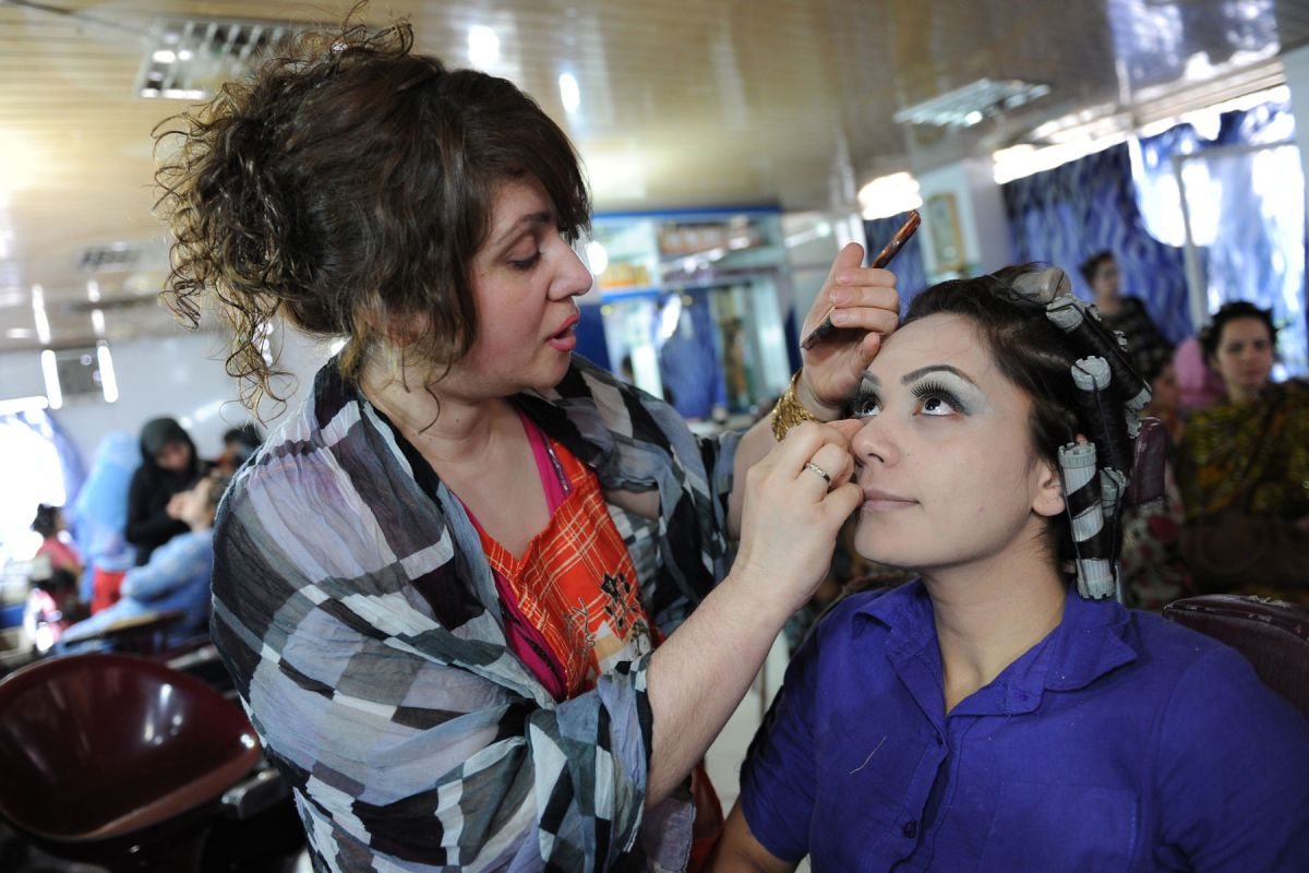 kabul beauty school essay Kabul beauty school: an american woman goes behind the veil by deborah rodriguezkristin ohlson if you are searching for the ebook kabul beauty school: an american woman goes behind the veil by.